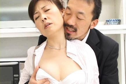 Hitomi Kurosaki Mature Asian chick is very sexual