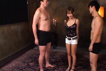 Yurika Momose hot Asian model gives a double blow job