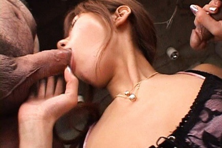Yurika Momose hot Asian model gives a double blow job