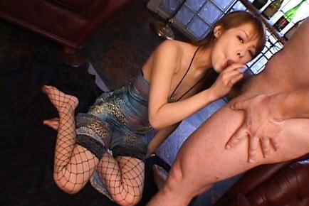 Sakurako Japanese doll gives an amazing blowjob