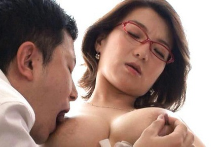 Hot mature Mio Takahashi tit fucking her guy