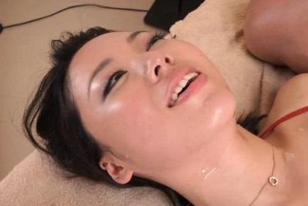 Japanese woman gives a sex massage with hard fucking