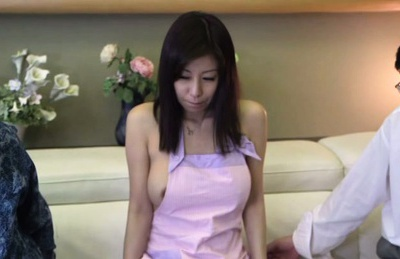 Chihiro Akino performs double blowjob in foursome